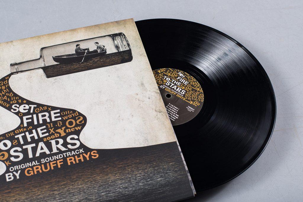 Finders Keepers подготовили эстетичное виниловое издание саундтрека Груффа Риза к байопику о Дилане Томасе 1