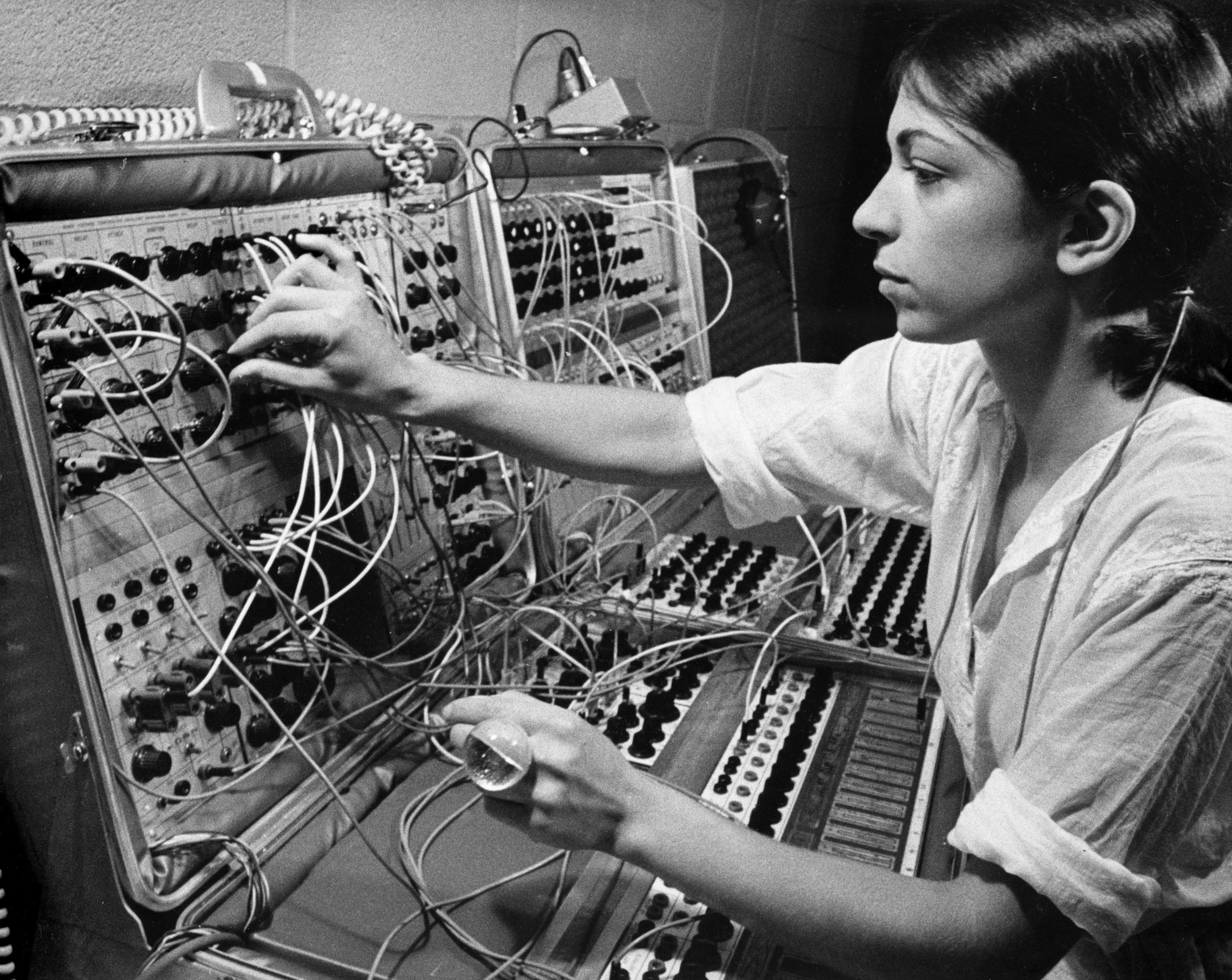 К показу готовится документальный фильм о пионере электронной музыки Сьюзан Чани «A Life in Waves»