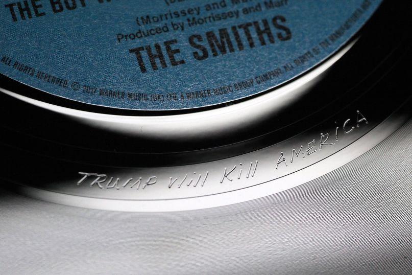 Новая пластинка The Smiths содержит гравировку со словами «Trump Will Kill America»
