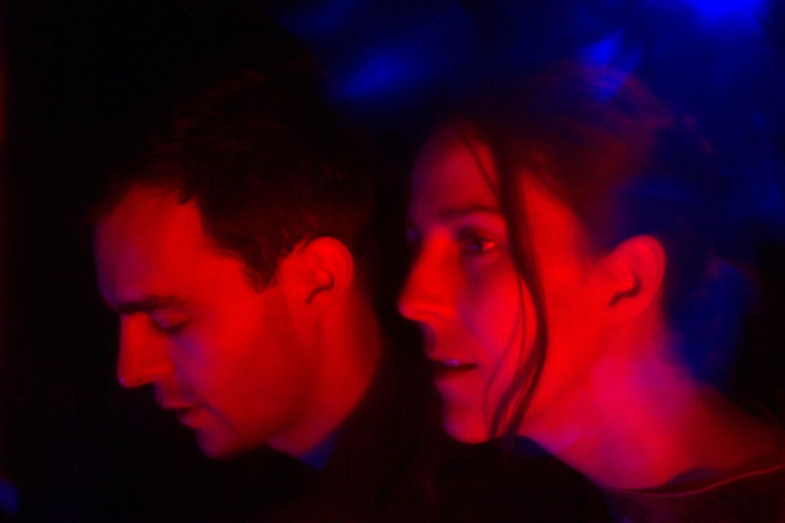 Датский дуэт IRAH вносит хаос в привычную дрим-поп формулу в новом сингле «Worship The Sun»
