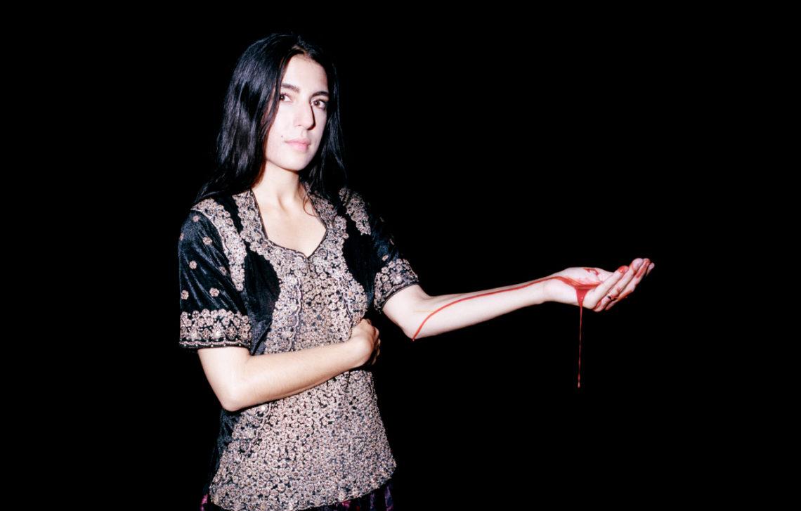 """Mariam The Believer преподает уроки анатомии с помощью языка тела в видео на сингл """"Bodylife"""" 1"""