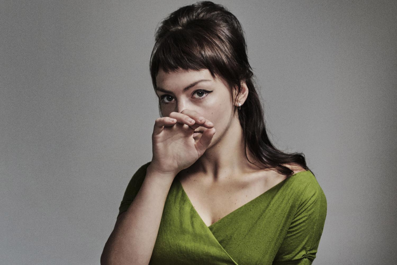 Эйнджел Олсен анонсировала коллекцию редких записей «Phases» и поделилась новой композицией «Special»