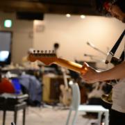 """Японский гитарист Уэно Такаси выпустит новую инструментальную работу """"Smoke Under the Water"""" на лейбле Room40"""