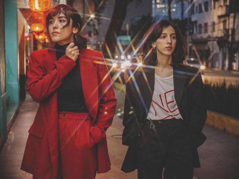 """Черно-белые ночи в новом видео мексиканского дрим-поп дуэта Mint Field """"Ojos En El Carro"""" 1"""