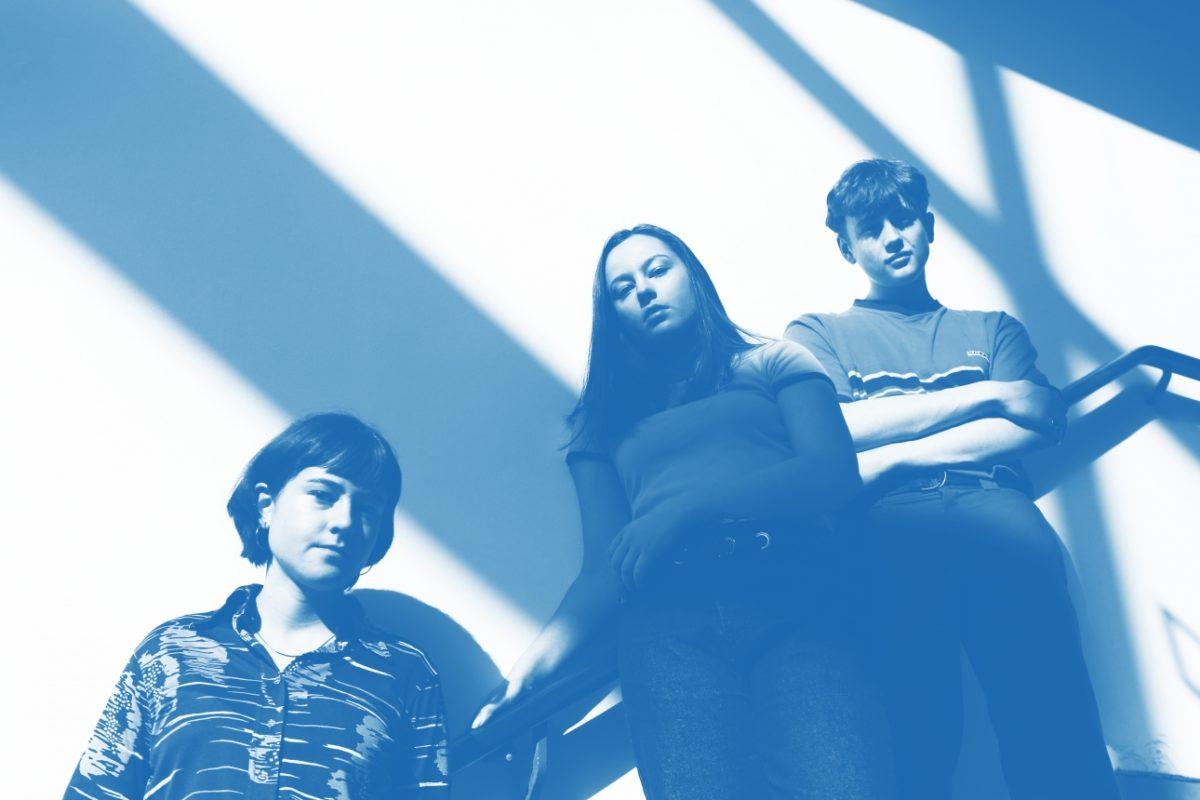 """The Orielles добавили нотки диско в гаражный рок в своем новом треке """"Blue Suitcase (Disco Wrist)"""""""