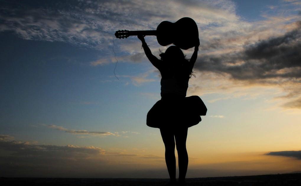 В музыкальной индустрии должно быть больше женщин