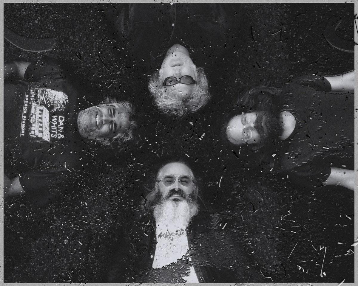 """Wooden Shjips представили новый сингл """"Staring At The Sun"""" и анонсировали первый за 4 года альбом"""