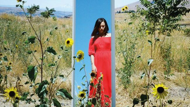 """Техасская певица Many Rooms анонсировала дебютный лонгплей и поделилась синглом """"Which Is To Say, Everything"""""""