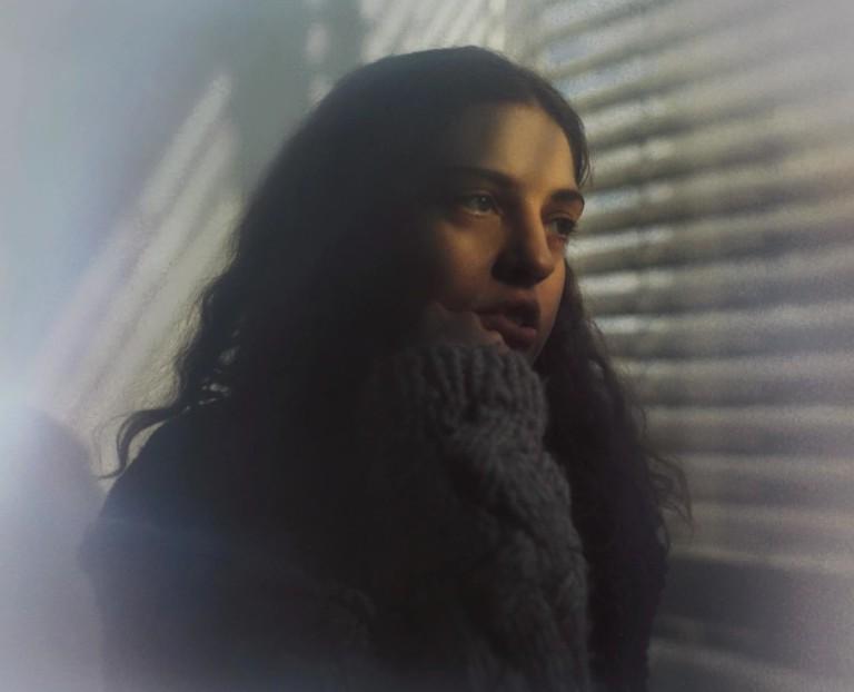 """DENA размышляет об одиночестве в сети на свежем сингле """"Imaginary Friends"""" 1"""
