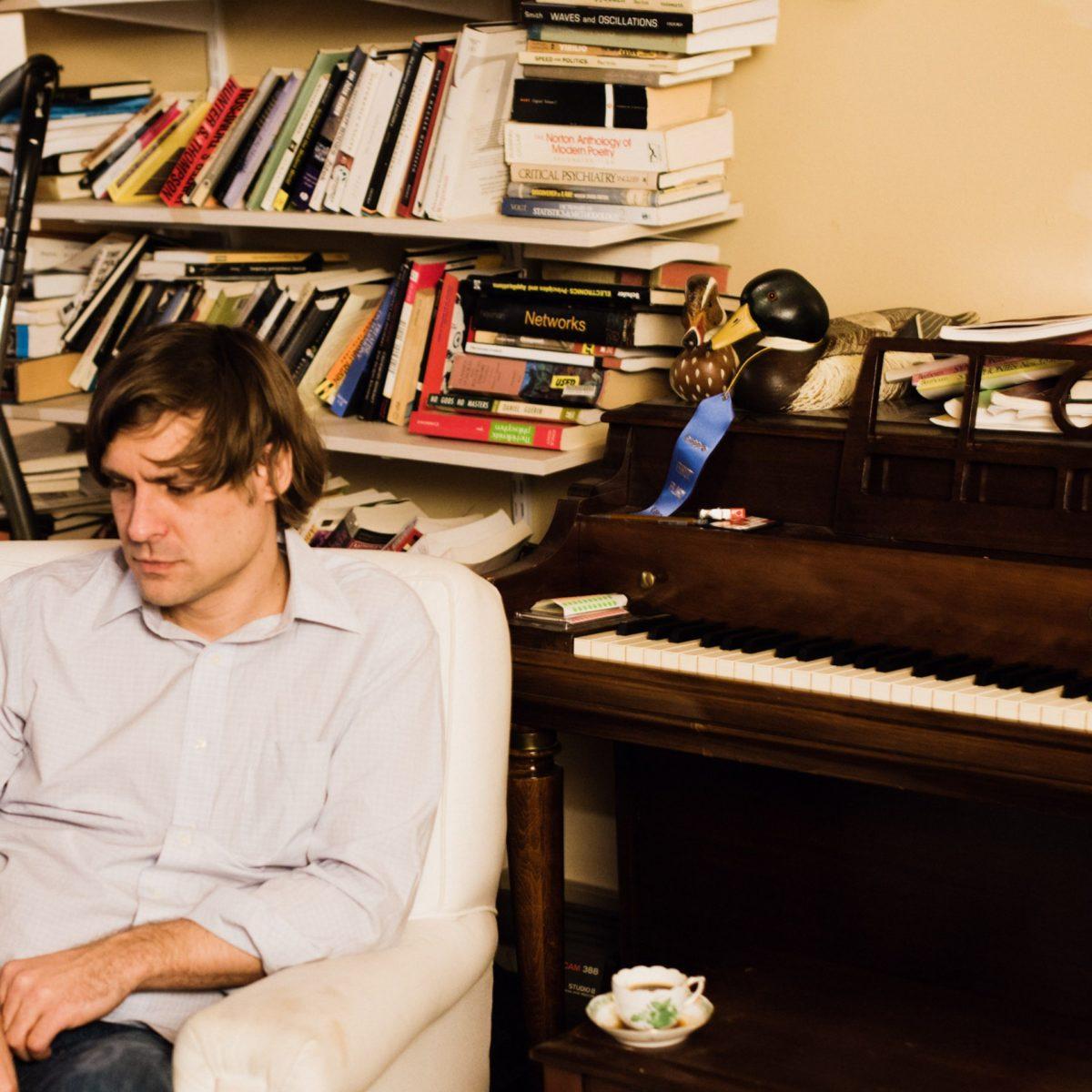"""John Maus поделился деталями о новом лонгплее Addendum и представил лид-сингл """"Episode"""" 1"""