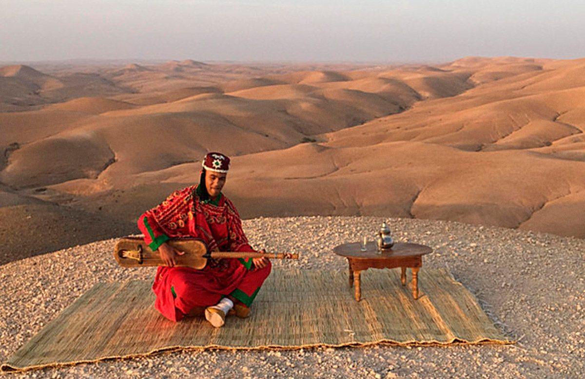 """Kodssi пересказывает древние традиции Гнауа языком джаза в свежем треке """"Regalame"""" 1"""