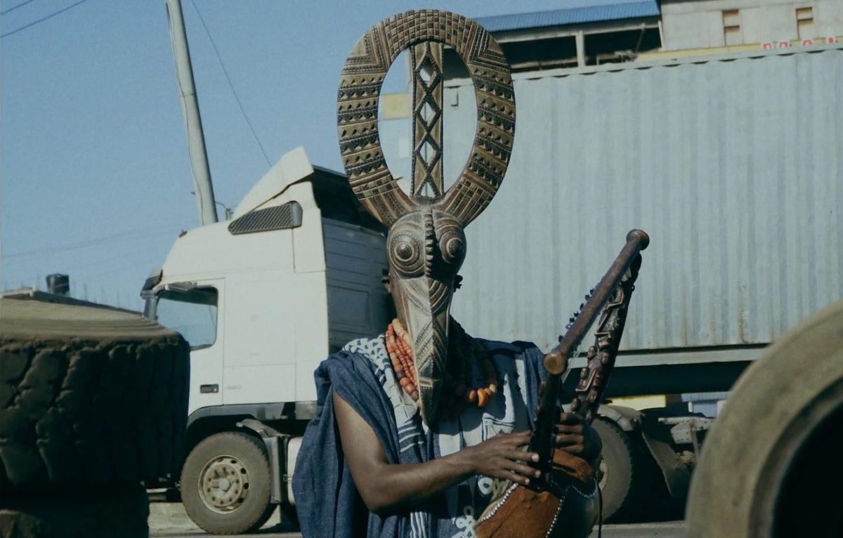 """Кенийский музыкант Papillon говорит о важном в новом видео """"Maisha Ya Babu"""" 1"""