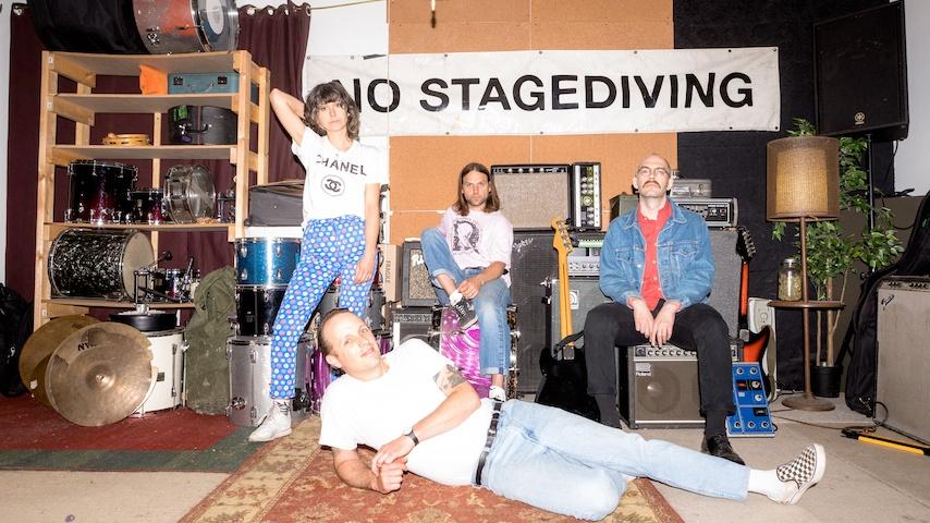 Teenanger представили дебютный сингл с нового альбома «Touching Glass» 1