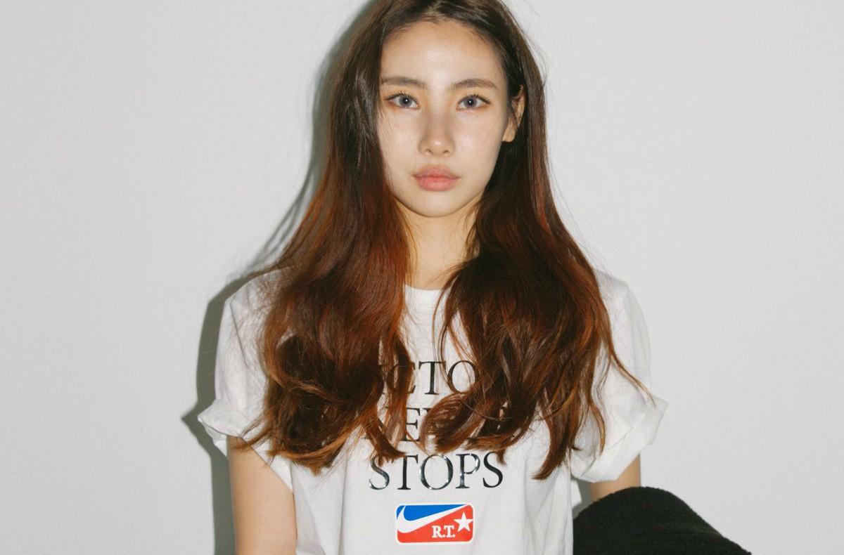 Восходящая звезда южнокорейской инди-сцены Youra поделилась переосмысленной версией хита Swim 1