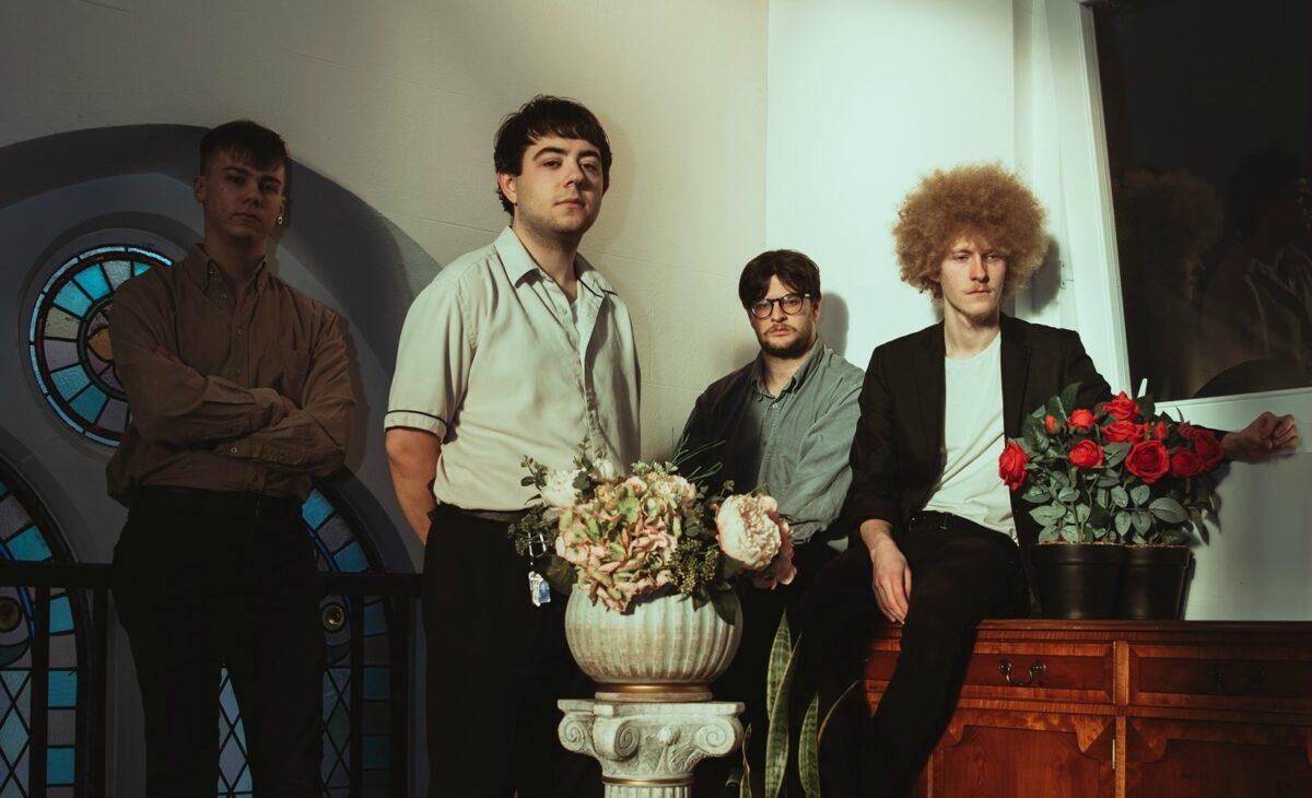 Hallan иронизируют над современной Англией на новом сингле «Modern England» 1