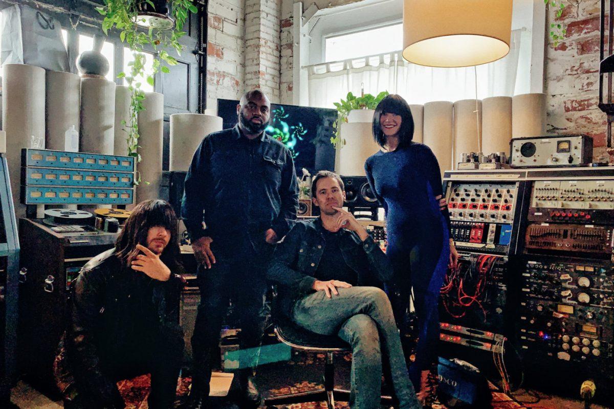 """Чистое поле и сараи, заставленные дорогой аппаратурой: Как был записан альбом Khruangbin """"Mordechai"""" 1"""