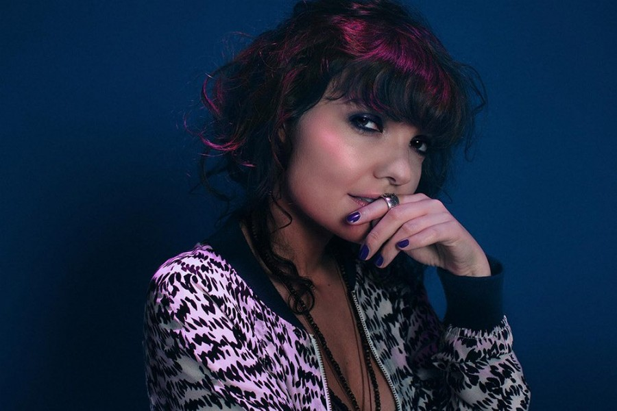 Агнес Аокки опубликовала дебютный сингл «Les Poissons-Chats» 1