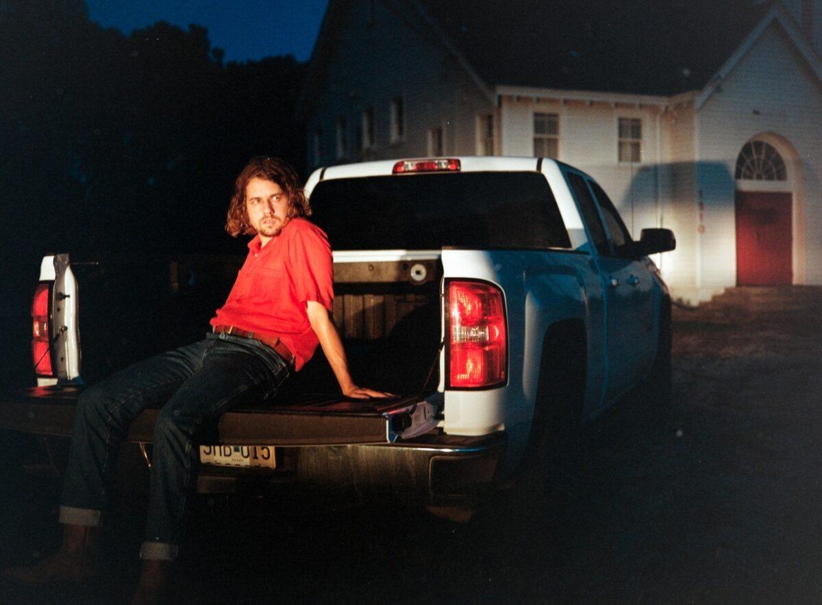 Кевин Морби выпустил два новых сингла «Wander» и «Don't Underestimate Midwest American Sun» 1