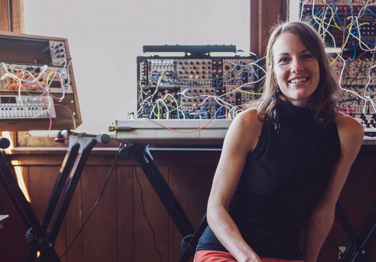 """Микс дня: Кейтлин Аурелия Смит делится музыкой экзотических стран в рамках """"Relevant Parties"""" 1"""