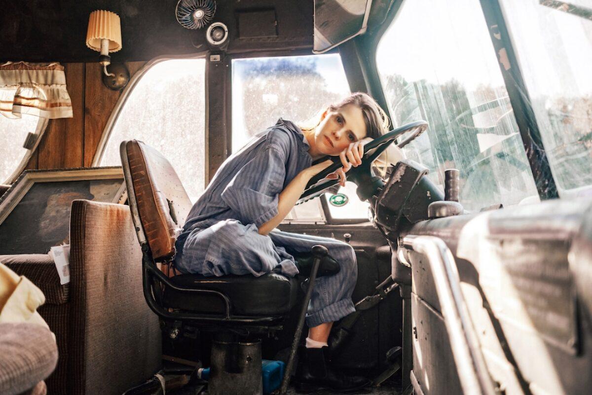 "Кассандра Дженкинс переворачивает страницу на новом сингле ""Hard Drive"" 1"