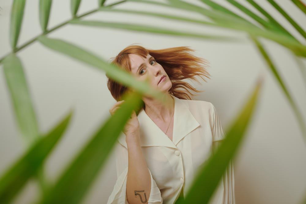 "Flock Of Dimes ищет хрупкий баланс на новом сингле ""Two"" 1"
