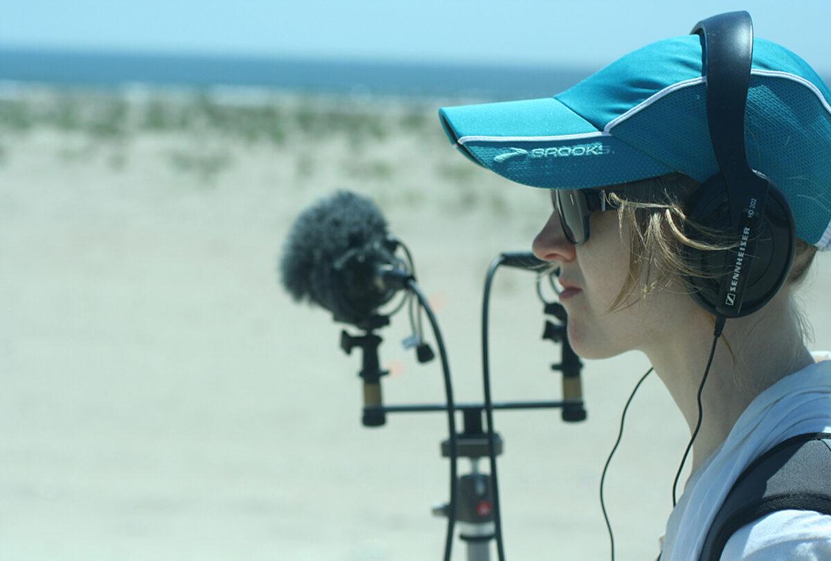 Энн Гатри создаёт застывший пейзаж на новом сингле «Variation On Coral» 1