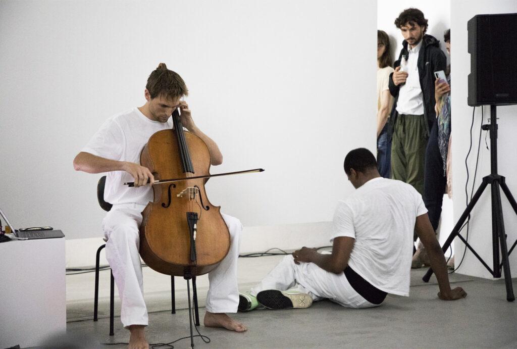 Патрик Белага соединяет античность и современность на сингле «Lilt» 1