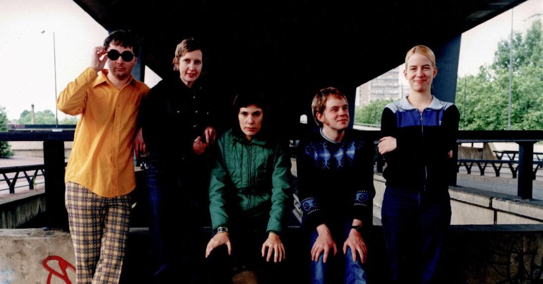 Stereolab выпустили компиляцию позднего творчества«Electrically Possessed [Switched On Volume 4]»