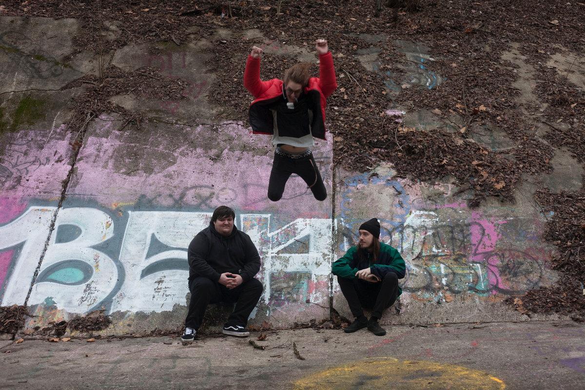 Year Twins выпустили сингл «Stun Gun Headbutt» в преддверие альбома 1