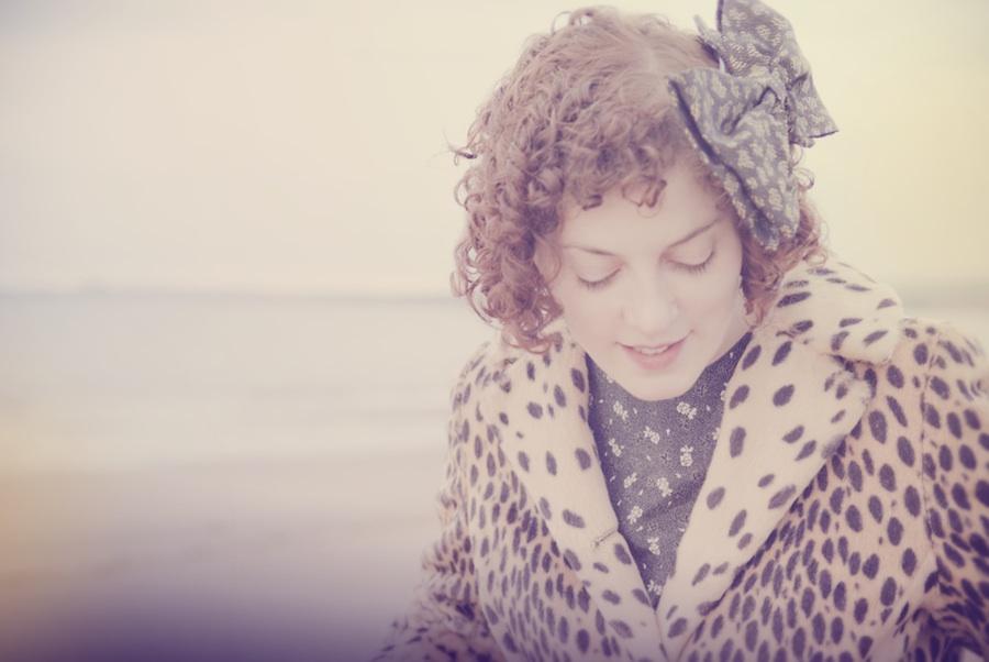 """Эмили Скотт подготовила свежий сингл """"The Garden"""" для компиляции """"Transmissions"""" 1"""