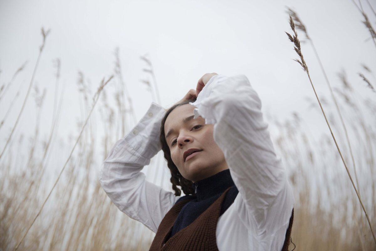 "Эрика де Касье записала свежий сингл ""Polite"" 1"