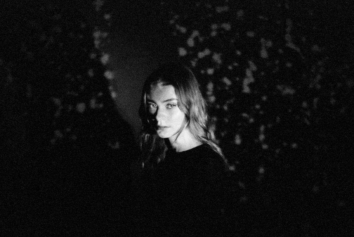 """Эйдис Эвенсен выпустила сингл и видео """"Midnight Moon"""" 1"""