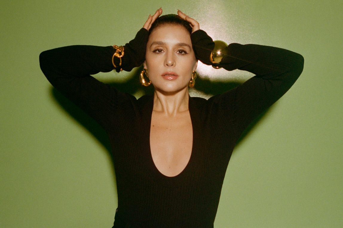 """Джесси Уэр анонсировала делюкс-версию """"What's Your Pleasure?"""" синглом """"Please"""" 1"""