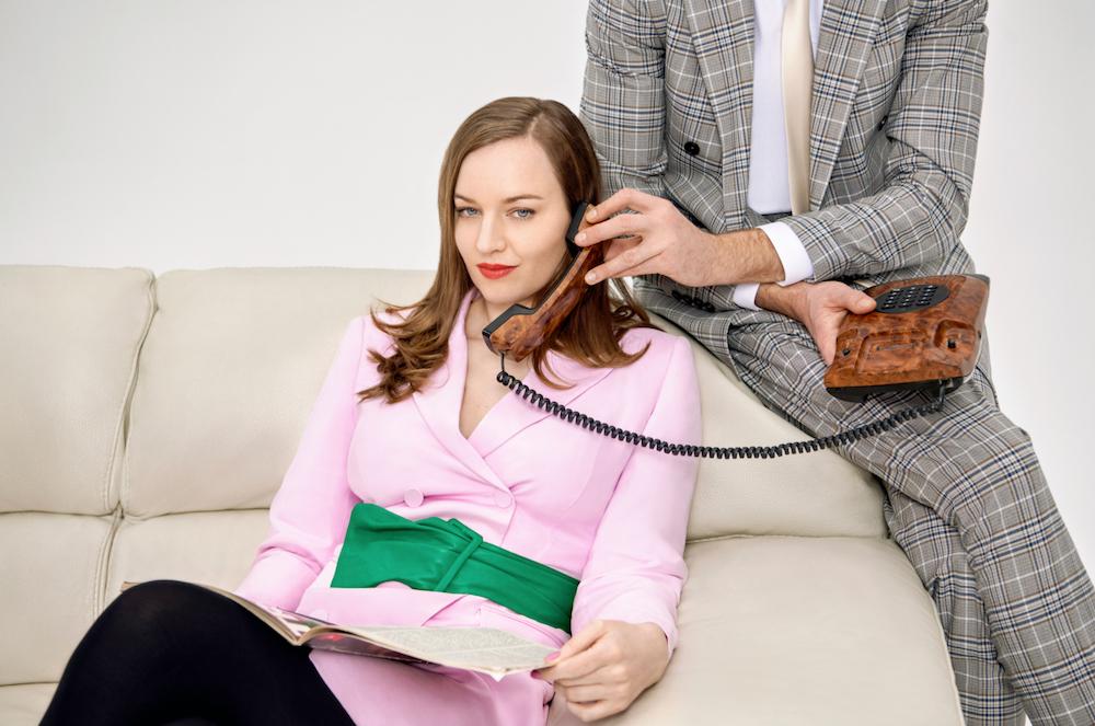 """Лу Хэйтер вдохновляется 80-ми на свежем сингле """"Telephone"""" 1"""