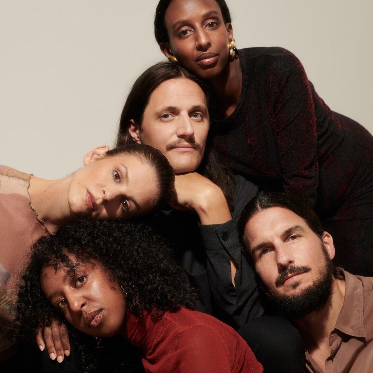 "Sirens of Lesbos отдают дань памяти Supersempfft на новом сингле ""I See Stars"" 1"