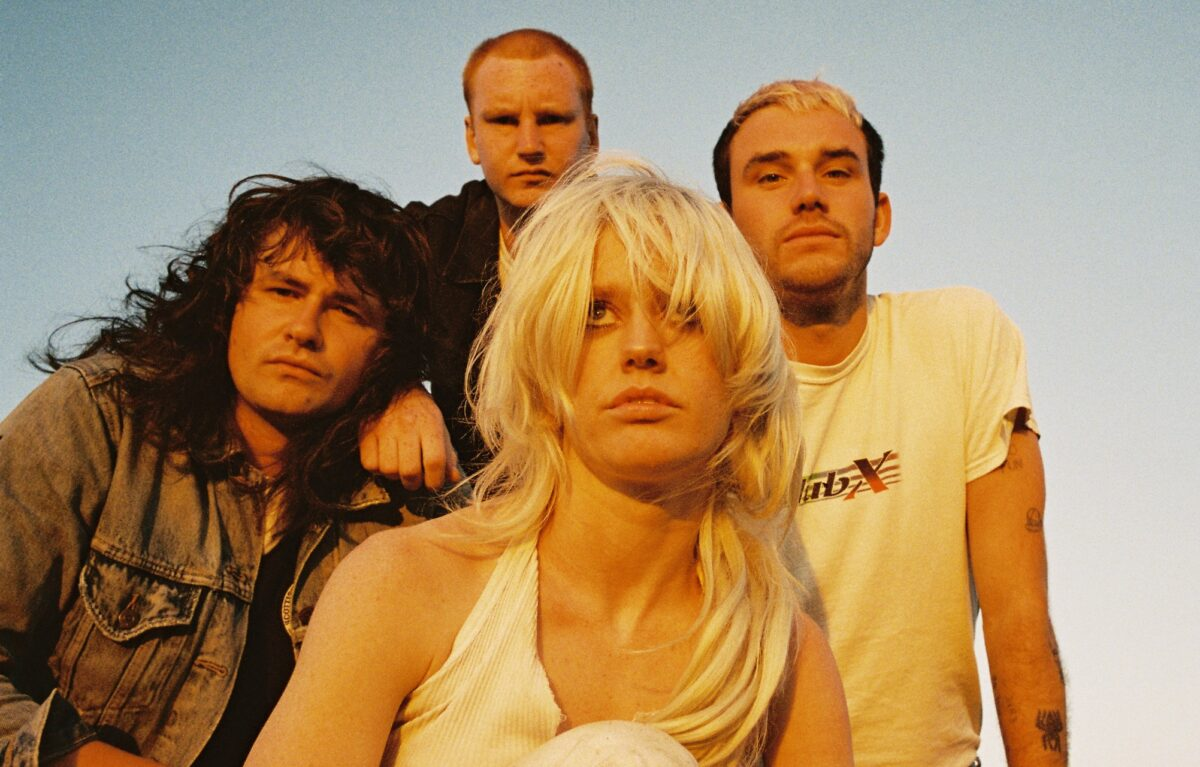 """Amyl and the Sniffers заряжают энергией на видео """"Guided By Angels"""" 1"""