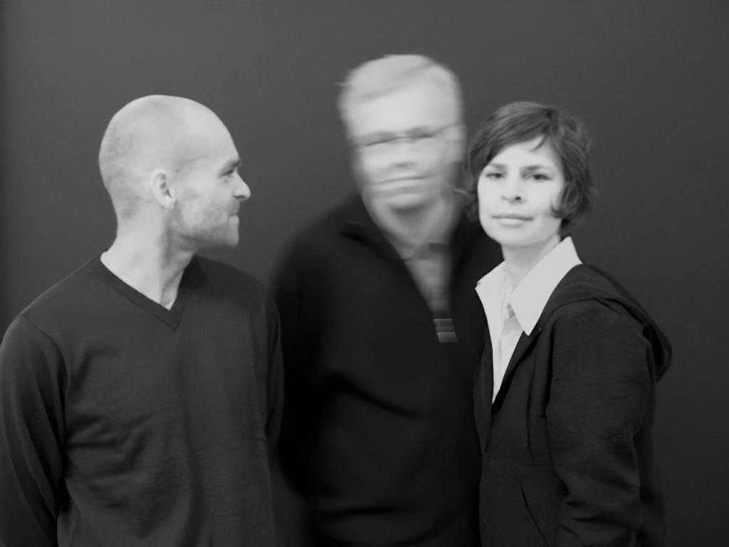 "Donna Regina исследуют изоляцию на сингле ""Welt in einer Stadt"" 1"