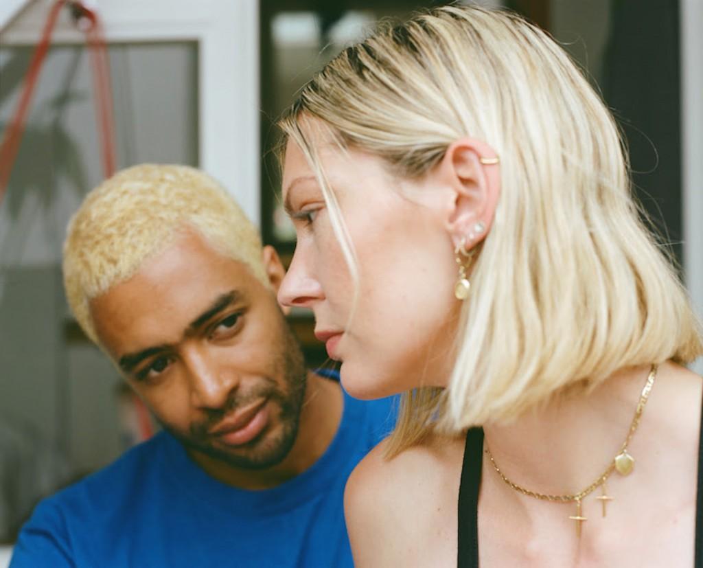 """Роузи Лоу и Дьювал Тимоти экспериментируют с голосом на сингле """"Son"""" 1"""